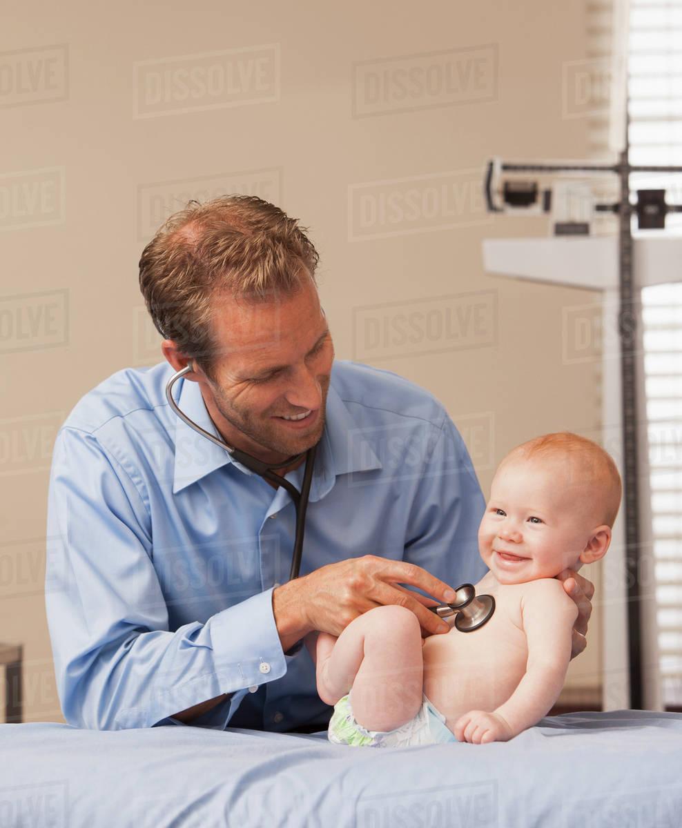 Baby bed heartbeat - Pediatrician Listening Heartbeat Of Baby Boy 2 5 Months