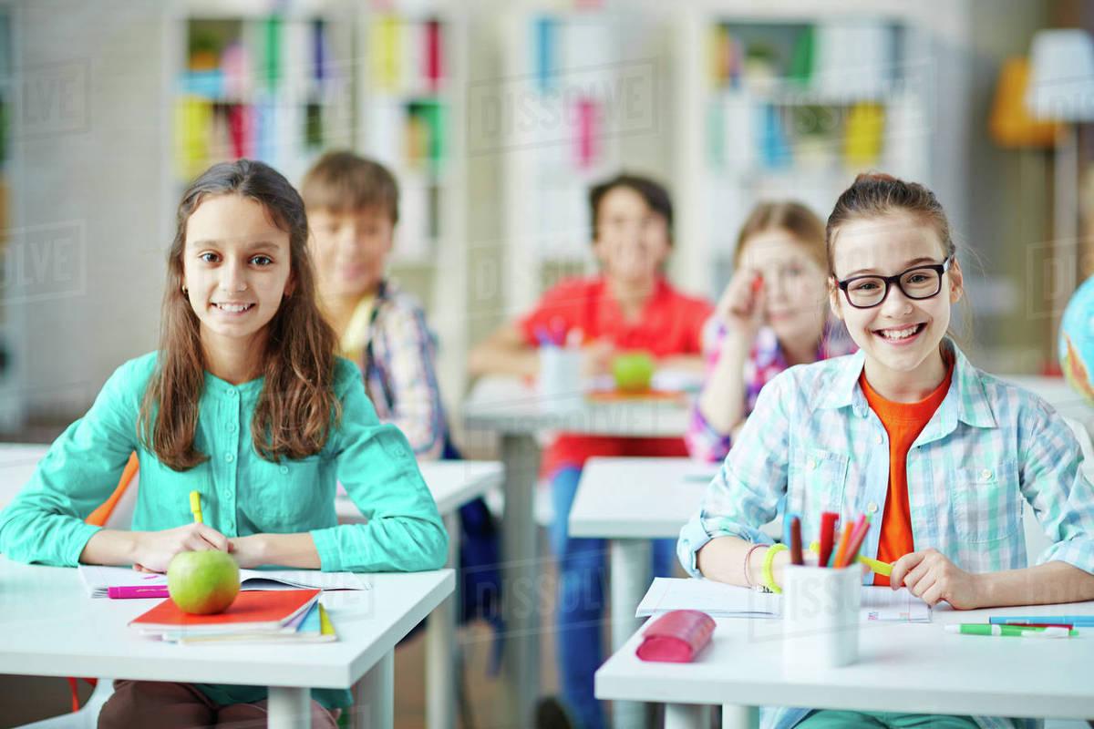 бесплатные фото писающих школьниц