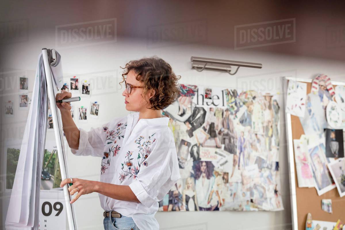 Female fashion designer brainstorming at flipchart Royalty-free stock photo