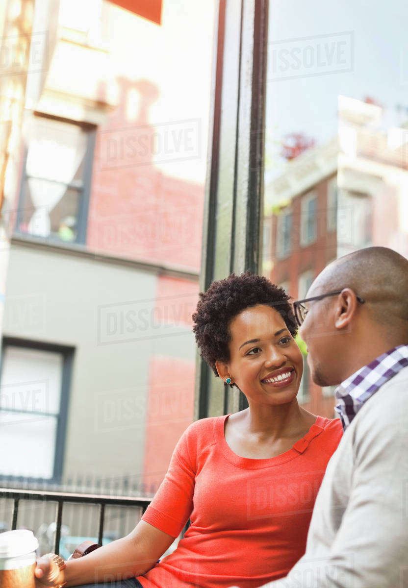 Couple having coffee on city street Royalty-free stock photo