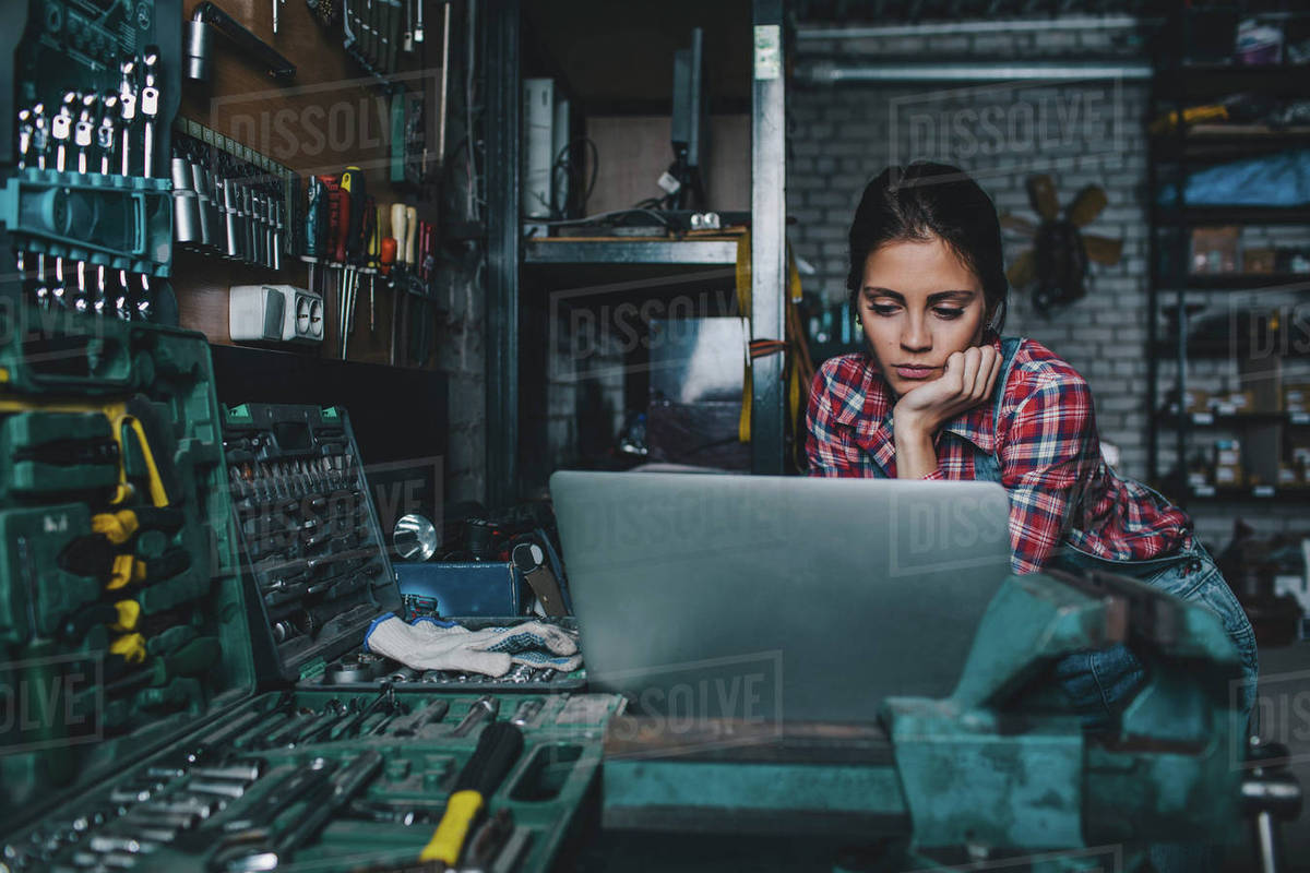 Female mechanic using laptop at workshop Royalty-free stock photo